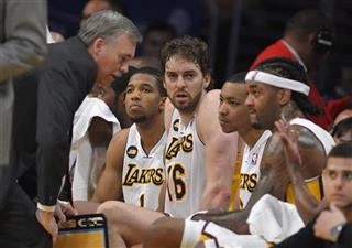 Mike D&#039;Antoni, Darius Morris, Pau Gasol, Andrew Goudelock, Jordan Hill