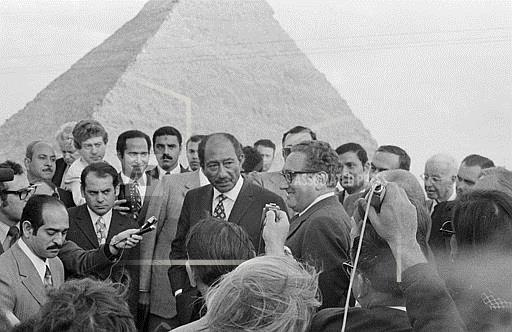 Watchf Associated Press International News   Egypt APHS059774 Sadat Kissinger At Pyramids 1974