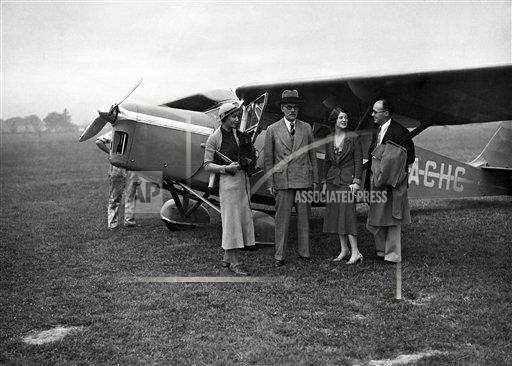 Watchf AP I   GBR XEN APHSL5 Ramsay MacDonald Leaves By Air For Holiday In Scotland