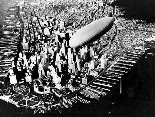 Associated Press Domestic News New York United States AKRON DIRIGIBLE OVER MANHATTAN