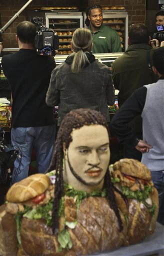 Jarvis Jones follows RG3 with food statue
