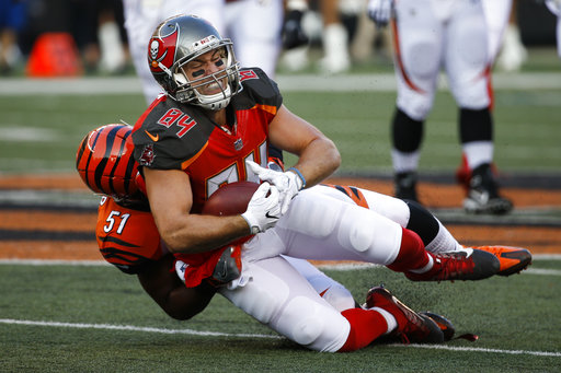 Cameron Brate, Kevin Minter