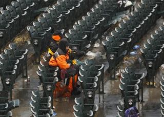 Fans suffer through second rain delay at Coors Field