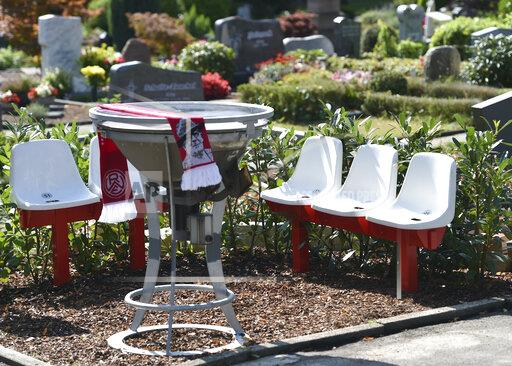 Red-White Food Fan Cemetery