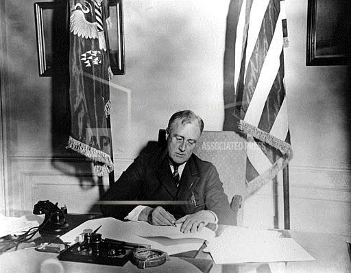 Watchf Associated Press Domestic News  Dist. of Col United States APHS69044 FDR Signs Banking Bill 1933