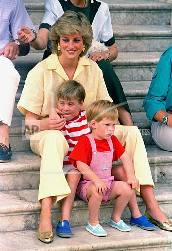 Watchf Associated Press International News   Spain APHS66204 Diana And Little Princes 1987