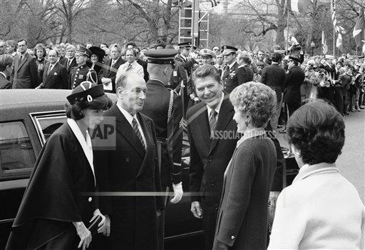 Watchf AP A  DC USA APHS165688 Ronald Reagan and Francois Mitterrand
