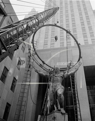 Watchf AP A  NY USA APHS468167 Rockefeller Center Atlas