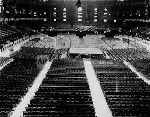 Watchf AP A  NY USA APHS441084 Madison Square Garden