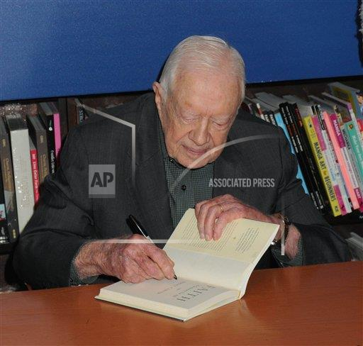 """STRMX Star Max/IPx A ENT New York USA IPX Jimmy Carter signs copies of his new book """"Faith"""""""