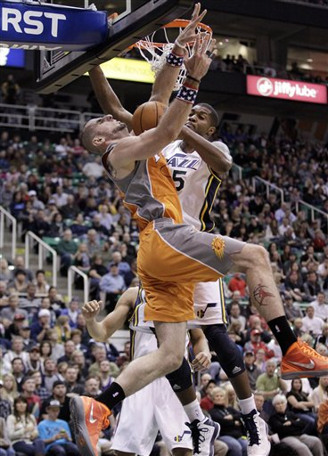 Marcin Gortat, Derrick Favors
