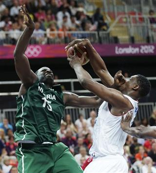 Kevin Seraphin,  Olumide Oyedeji