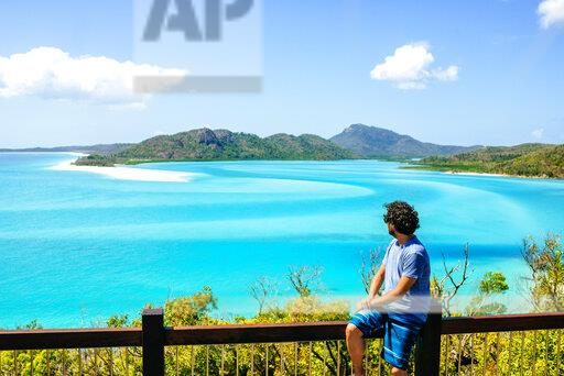Australia, Queensland, Whitsunday Island, man looking at Whitehaven Beach