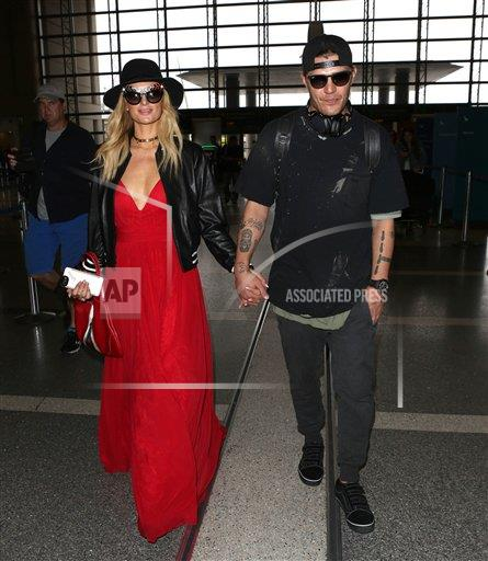 STRMX Star Max/IPx A ENT California USA IPX Paris Hilton and Chris Zylka are engaged