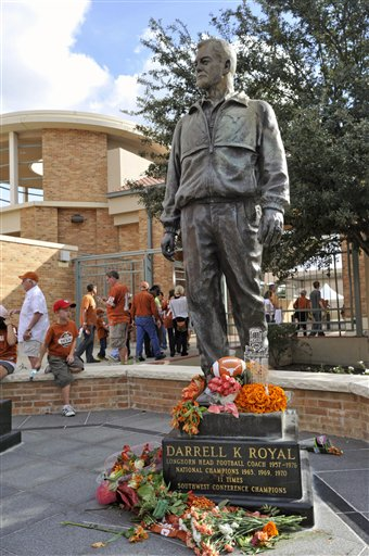 Darrell K Royal Statue