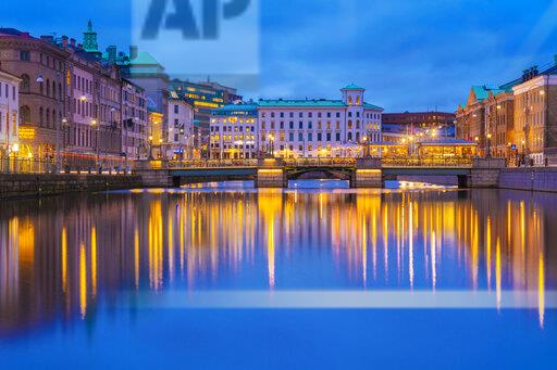 Sweden, Gothenburg, city center with the Tyska bron and national museum