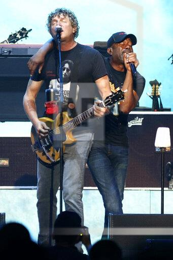 Hootie and the Blowfish with Barenaked Ladies in Concert - New York