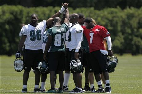 Michae Vick, DeMeco Ryans, Jason Avant, Greg Lloyd