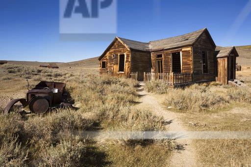 USA, California, Sierra Nevada, Bodie State Historic Park, old wooden house