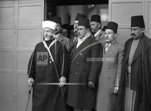 Watchf AP I   PSE APHSL51785 Palestine Mufti Leaving Offices of Commission