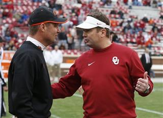 Mike Gundy, Bob Stoo[s