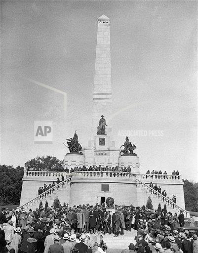 Watchf Associated Press Domestic News Election campaigns Illinois United States APHS124901 FDR At Lincoln's Tomb 1932