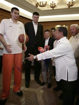 Yao Ming, Jejomar Binay, Max Zhang