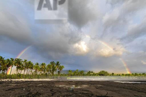 USA, Hawaii, Big Island, Pu'uhonua o Honaunau National Park, lava coast and rainbow