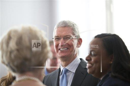 Apple CEO Honor