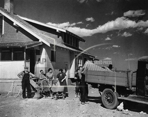 Watchf Associated Press Domestic News Finance Colorado United States APHS141590 Dust Bowl Families 1937
