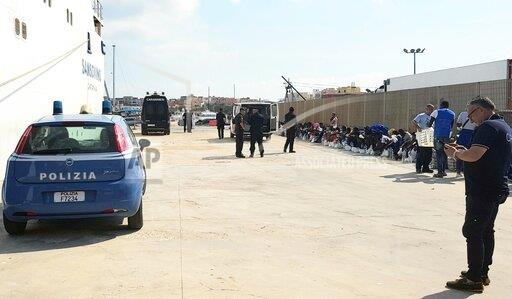 Open arms rescued migrants' transfer from Lampedusa