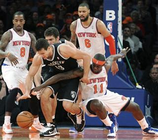 Kris Humphries, Ronnie Brewer