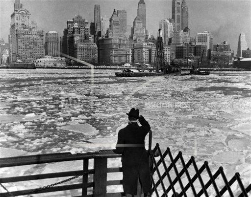 Watchf AP A   USA APHSL016 New York covered in snow 1936