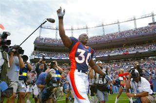 Broncos Davis Reminisces Football