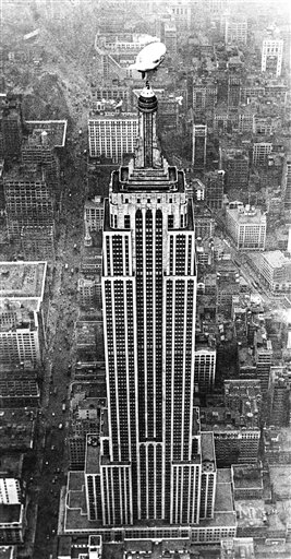 Watchf AP A  NY USA APHSL55394 Airship mascot for Empire State Building