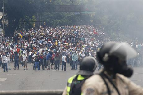 Late-night clashes claim 9th victim of Venezuelan unrest