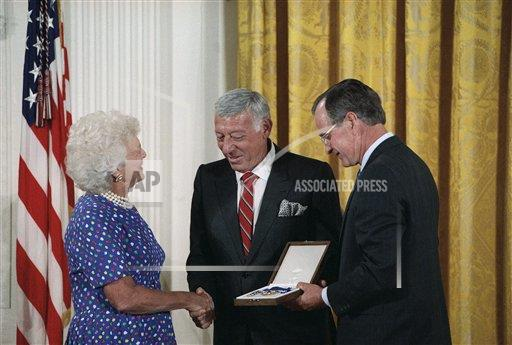 Watchf Associated Press Domestic News  Dist. of Col United States APHS160274 George H  W Bush and Gary Morton 1989