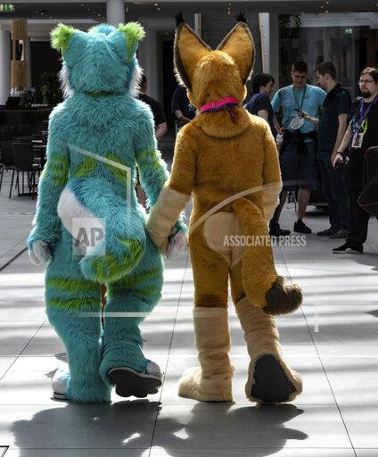"""""""Furry-Freunde"""" in Berlin - fair for lovers of animal costumes"""
