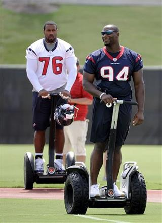 Duane Brown, Antonio Smith
