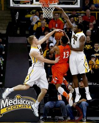 Illinois Iowa Basketball