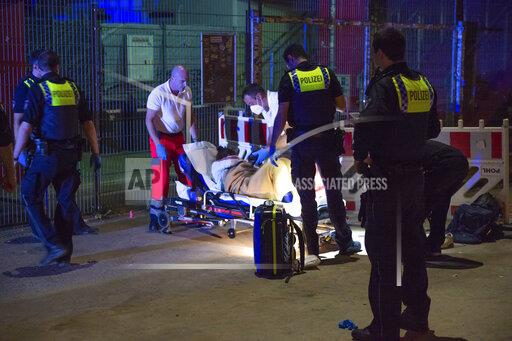 Police helps woman give birth in front of Millerntor-Stadium