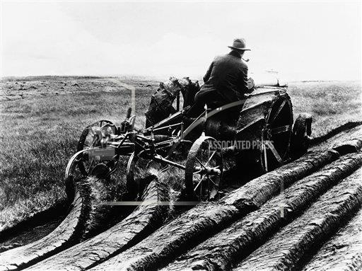 Watchf AP I   CAN APHSL40156 Canada Tractor Drawing two Ploughs