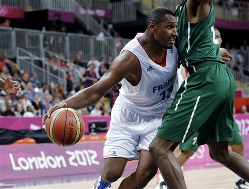 Boris Diaw,  Alade Aminuduring