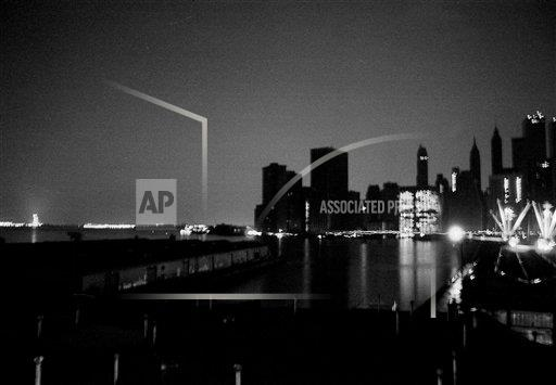 Watchf AP A  NY USA APHS456066 NYC Blackout 1977