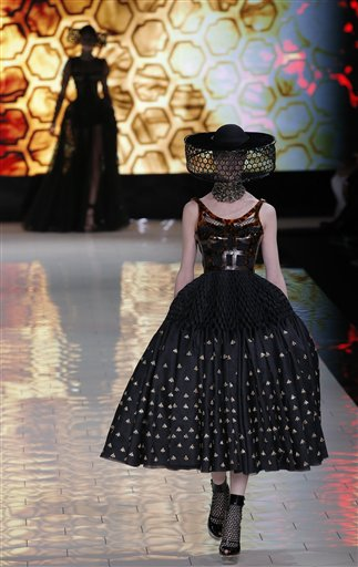 APTOPIX Paris Fashion Alexander McQueen