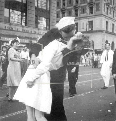 ADDITION Obit WWII Kissing Sailor Photo