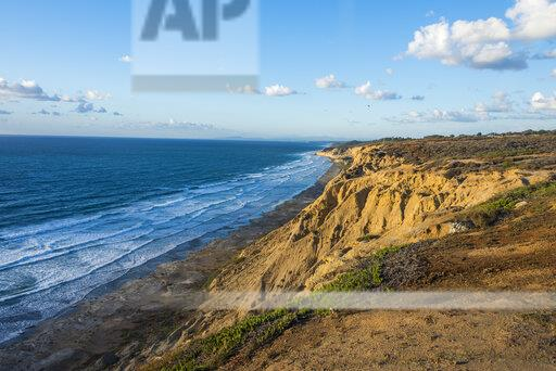 USA, California, San Diego, Cliffs of the Torrey pines gliderport