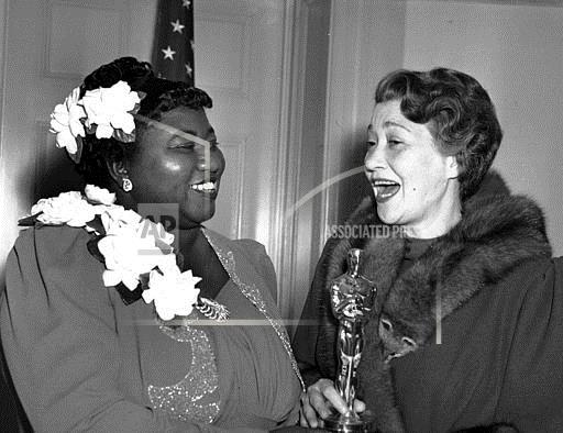Associated Press Domestic News California United States Entertainment, celebrities HATTIE MCDANIEL WINS OSCAR
