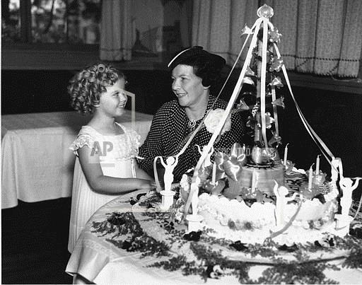 Associated Press Domestic News California United States Entertainment, celebrities SHIRLEY TEMPLE FAMILY