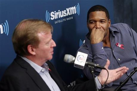 Roger Goodell, Michael Strahan